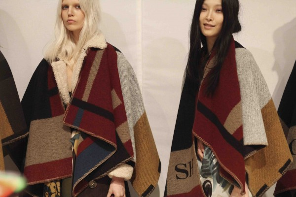 Backstage-at-the-Burberry-Prorsum-Womenswear-Autumn_Winter-2014-Show-in-Londo_0011