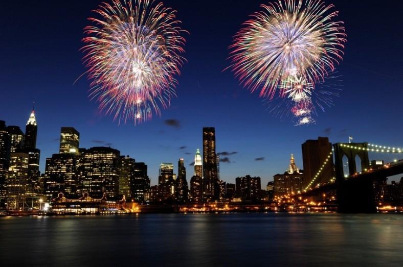 2012-12-11-NYCfireworks2