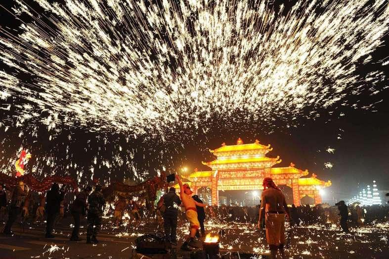 CHINA: LANTERN FESTIVAL