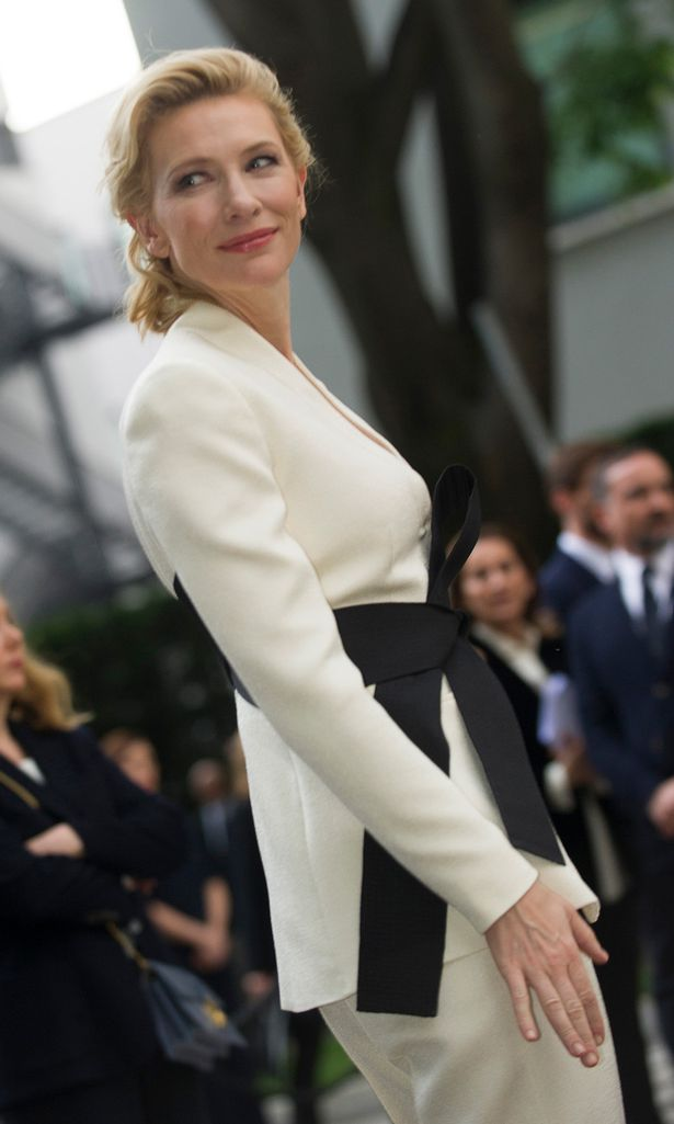 Cate-Blanchett-at-the-Giorgio-Armani-40th-Anniversary-in-Milan