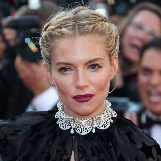 Cannes-2015-Sienna-Miller-resplendissante-a-la-presentation-du-film-Carol_visuel_article2