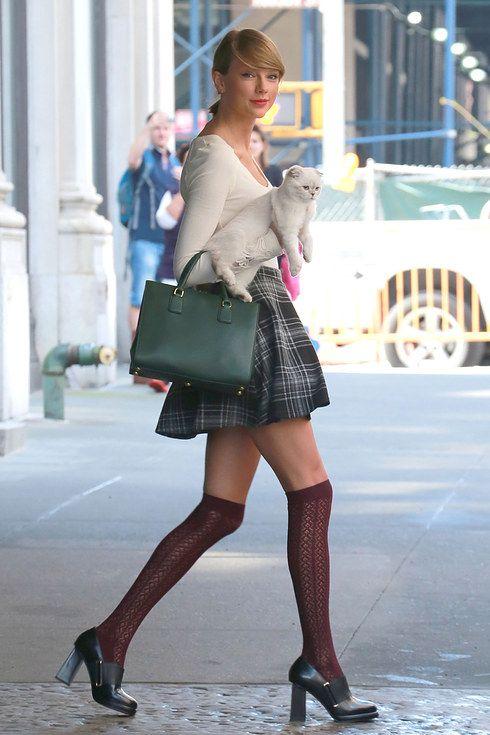 taylor-swift-skirt-and-socks
