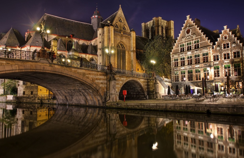 Bruges-Belgium-Night-The-Picturesque-City-in-Flanders