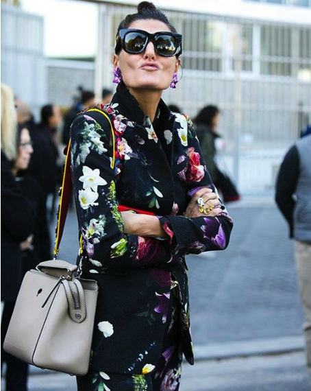 a-stylish-bat_gio-spotted-with-her-fendidotcom-matched-with-a-flower-embellished-strapyou-image-via