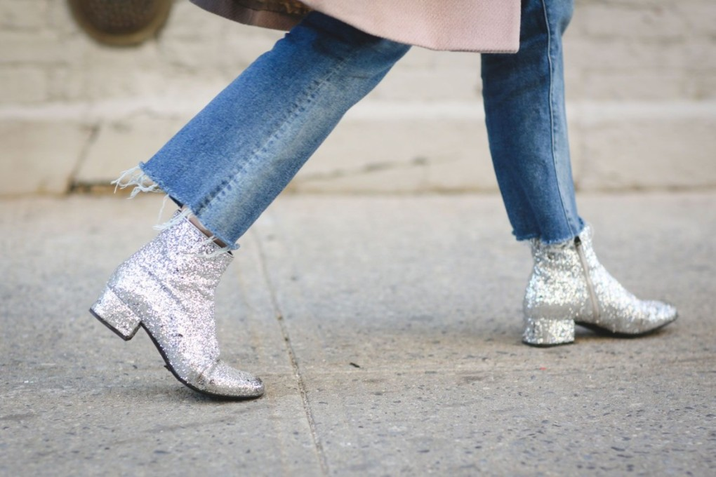 silver-metallic-glitter-booties-frayed-denim-jeans-yfw-street-stsyle-refinery-2-cropped-ejeans-and-booties-1170x780