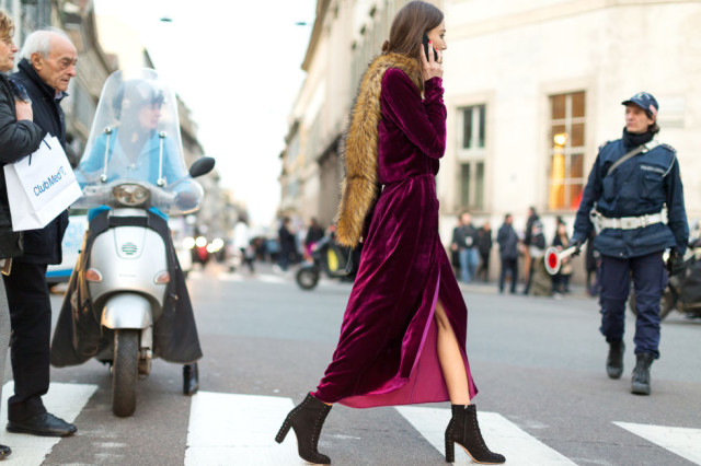 velvet-dress-black-platform-ankle-booties-berry-fur-stole-scarf-fur-across-shoulder-milan-fashion-week-street-style-hbz-640x426