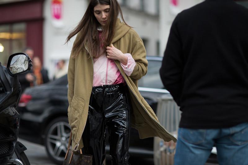 paris-fashion-week-fw16-street-style-2-13-800x533.jpg