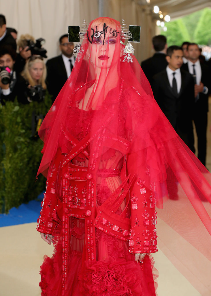 Katy-Perry-Met-Gala-2017-Red-Carpet-Fashion-Maison-Martin-Margiela-Tom-Lorenzo-Site-1
